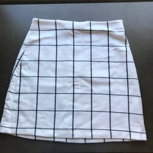 H&M white and black plaid fitted skirt